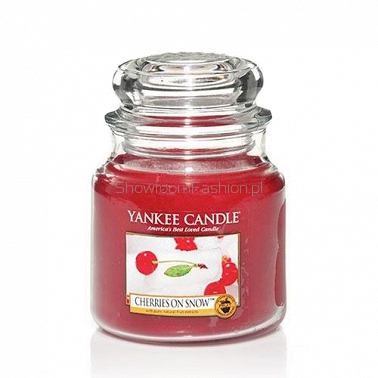 Cherries on Snow Yankee Candle - średnia świeca