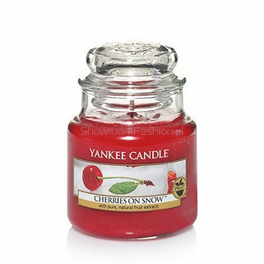 Cherries on Snow Yankee Candle - mała świeca